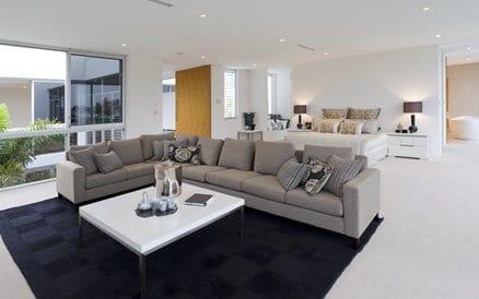 Binnenhuisarchitect adviseert en begeleidt in interieurinrichting, stoffen, kleuren en verbouwingen.