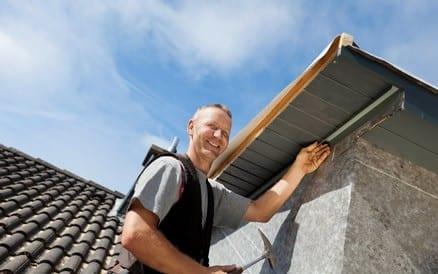 Of het nu om een standaard dakkapel gaat of een afwijkend op-maat-model: een dakkapel vakman is noodzakelijk.
