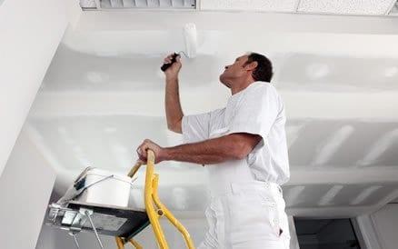 Binnen schilderwerk bestaat onder meer uit schuurwerk, stucwerk, afplakken en houtrot oplossen. Schilderwerk binnen.