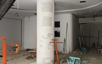 Renoveren van de woonkamer. Aannemer Renovatie